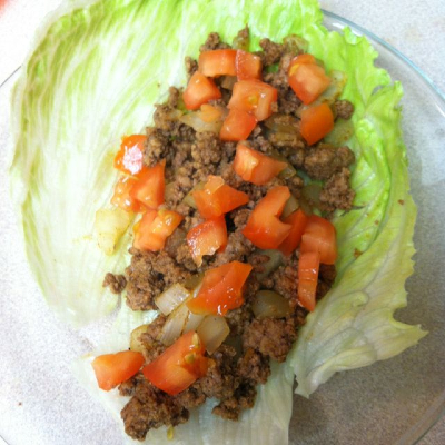 Beef taco using lettuce leaves